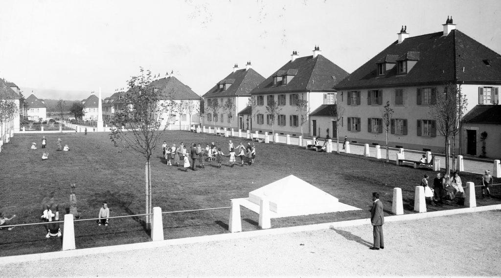 Der Genossenschaftsplatz als grosse Spielwiese © Siedlungsgenossenschaft Freidorf