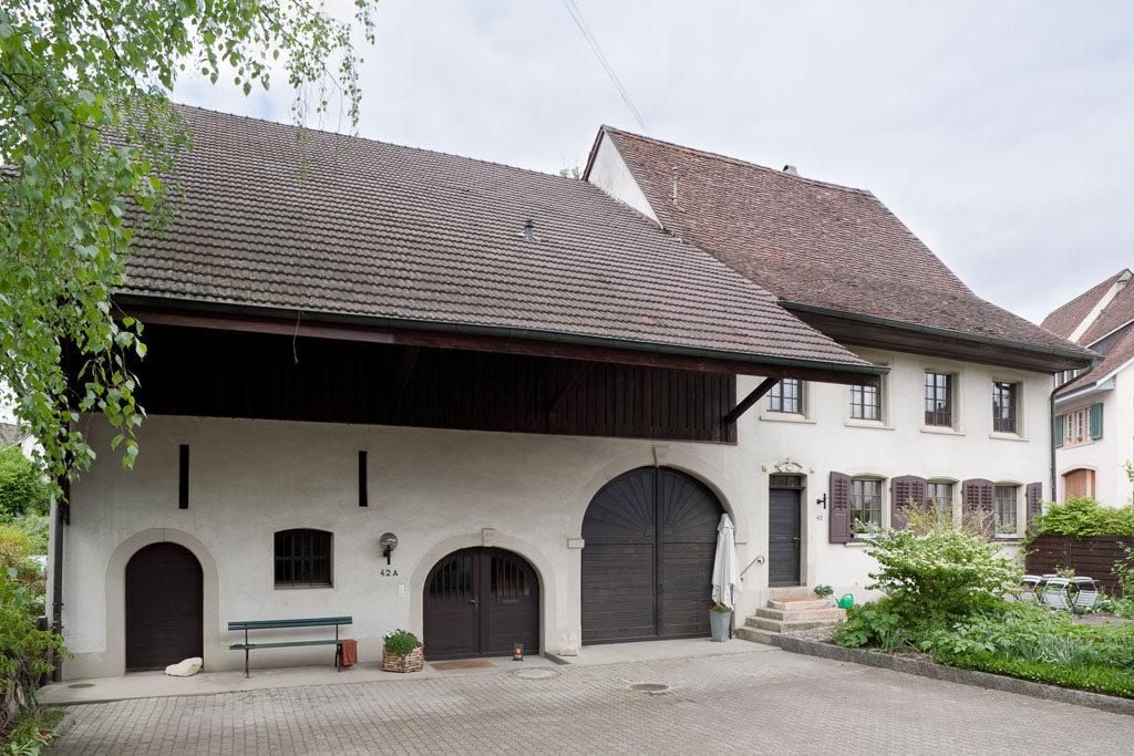 Eines der ältesten Bauernhäuser in Arisdorf, vor 1680/1822, Hauptstrasse 42+42a, Arisdorf © Börje Müller Fotografie