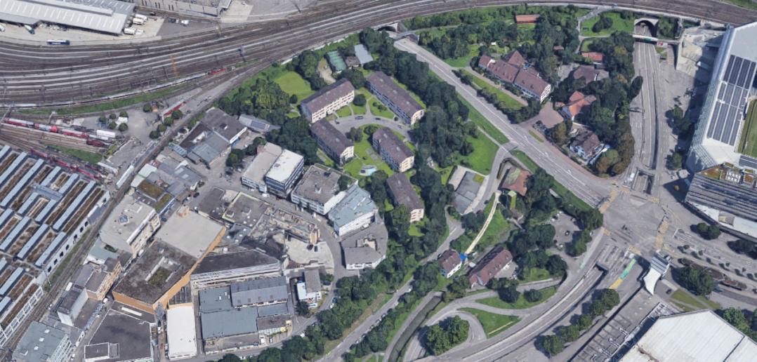 Insellage: Die Siedlung Eidgenossenweg zwischen Gewerbe, Bahn, Kloster und Stadion © Google Maps