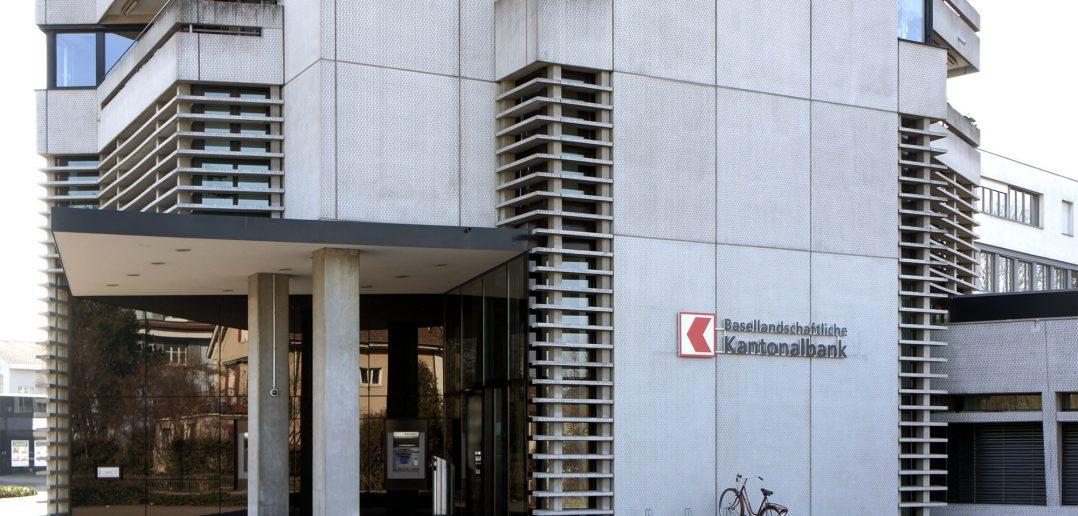 Büro- und Wohnhochhaus, Bürogeschosse hinter horizontalen Lamellen, Muttenz © Architektur Basel
