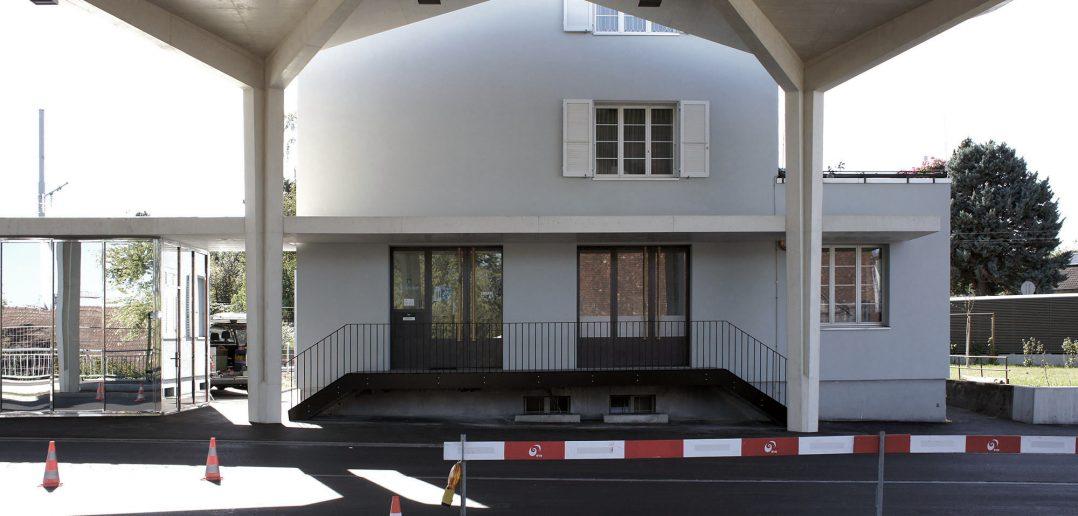 Zoll Basel Burgfelden, Überdachung vor bestehendem Zollgebäude © Architektur Basel
