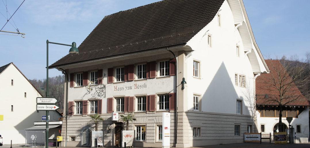 Die Hauptfassade mit verändertem Farbkonzept © Architektur Basel