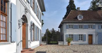 Ehrenhof mit Haupt- und Nebengebäude, Schloss Ebenrain, Sissach © Simon Heiniger / Architektur Basel