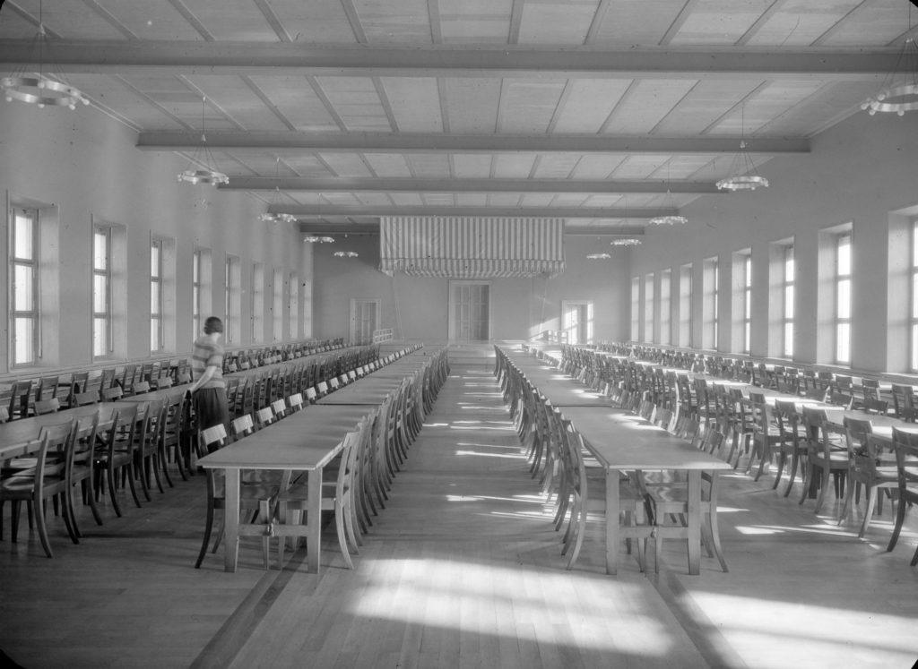 Grosser Saal mit Bühne © Archiv Siedlungsgenossenschaft Freidorf