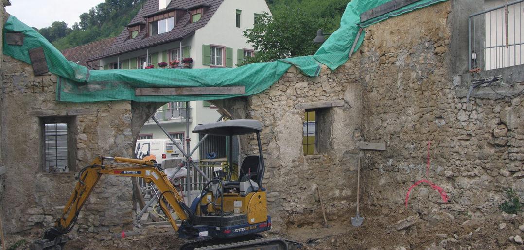 Nach dem Einsturz stehen nur noch die Grundmauern der Scheune © Bonauer Architekten AG