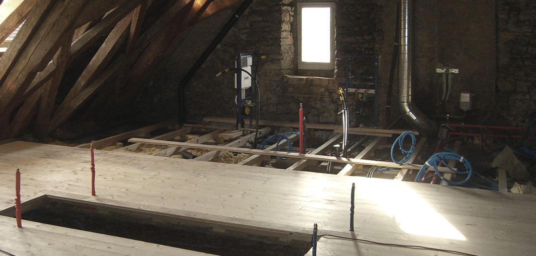 Sinnvolle Ausnutzung: Erschliessung der «Box» im Dachgeschoss durch Haustechnik © Bonauer Architekten AG