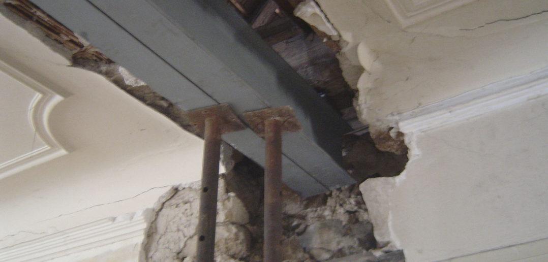 Unter der Stuckdecke versteckt: Die bestehende Struktur wird partiell mit Stahlträgern verstärkt © Bonauer Architekten AG