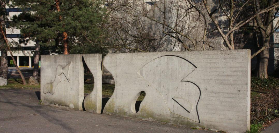 Wandrelief beim Eingang des Areals an der Vogelsangstrasse © Architektur Basel