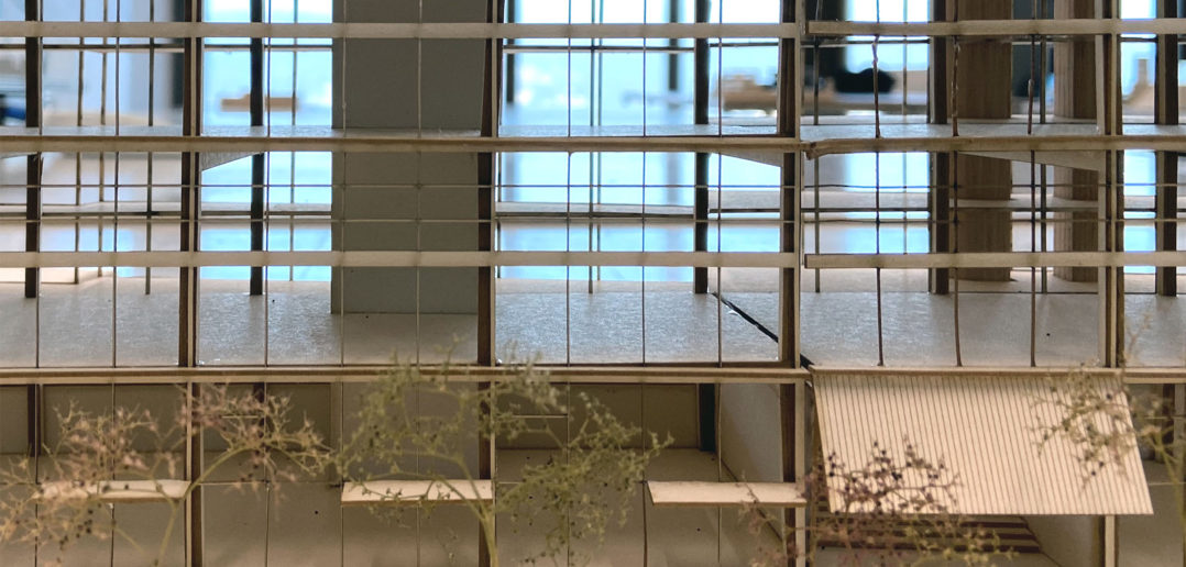 Die Durchwegung im Erdgeschoss bindet das Gebäude in seine Umwelt ein © Architektur Basel