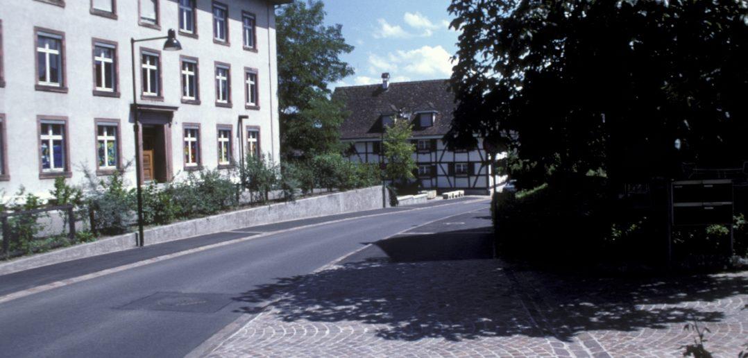 Schulhaus Schönenbuchstrasse, Signatur: F4.02-030.53, Fotograf: Hans Leu, Tiefbauamt, Staatsarchiv Basel-Landschaft