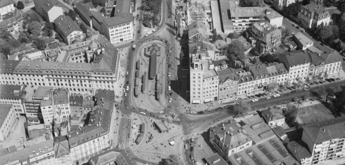 Aeschenplatz mit Turmhaus, 1955, ETH-Bibliothek Zürich, Bildarchiv/Stiftung Luftbild Schweiz / Fotograf: Friedli, Werner / LBS_H1-018465 / CC BY-SA 4.0