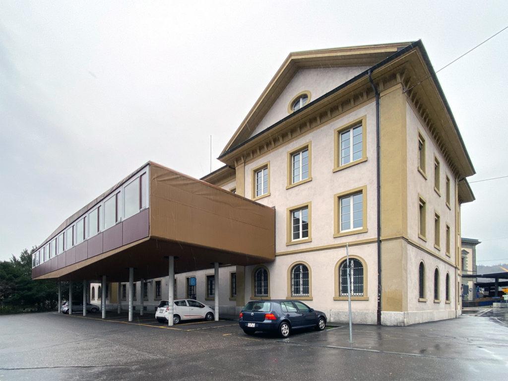 Das nordseitige Provisorium hat auch schon bessere Tage gesehen © Simon Heiniger / Architektur Basel