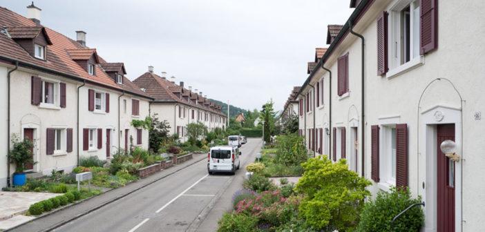 Eingangsfassaden mit Vorgärten © Börje Müller Fotografie