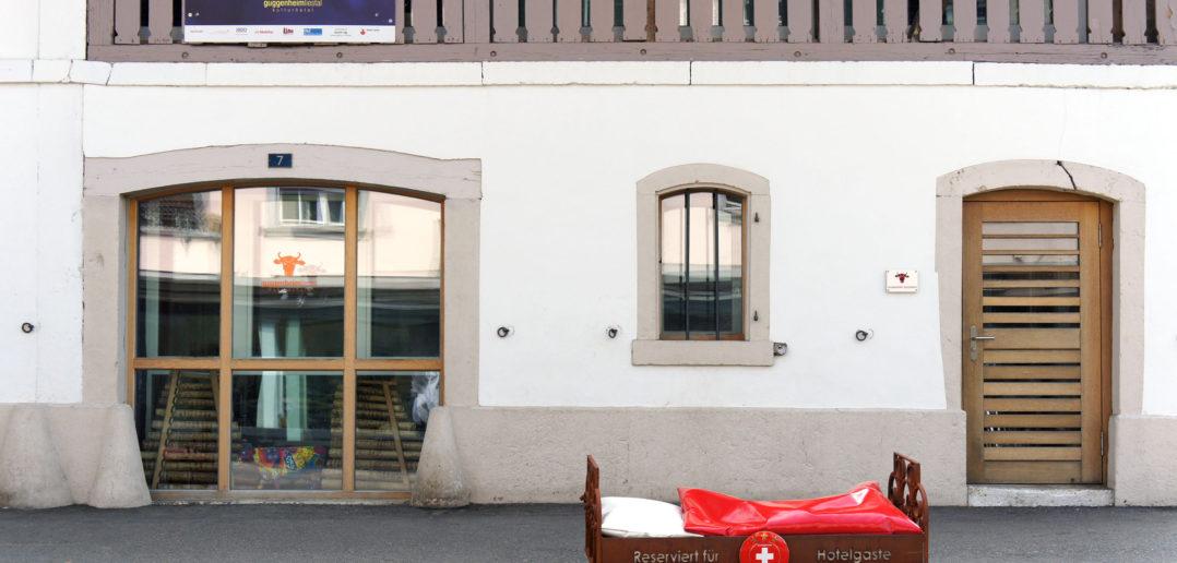 Hinter der bestehenden Fassade sind Proberäume und Konzertbühne untergebracht – Kulturhotel Guggenheim, Liestal © Simon Heiniger / Architektur Basel