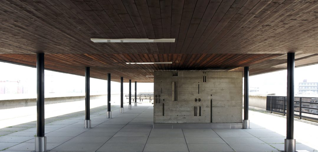 Betonrelief von Armin Hofmann auf dem Dach der Schule für Gestaltung © Architektur Basel