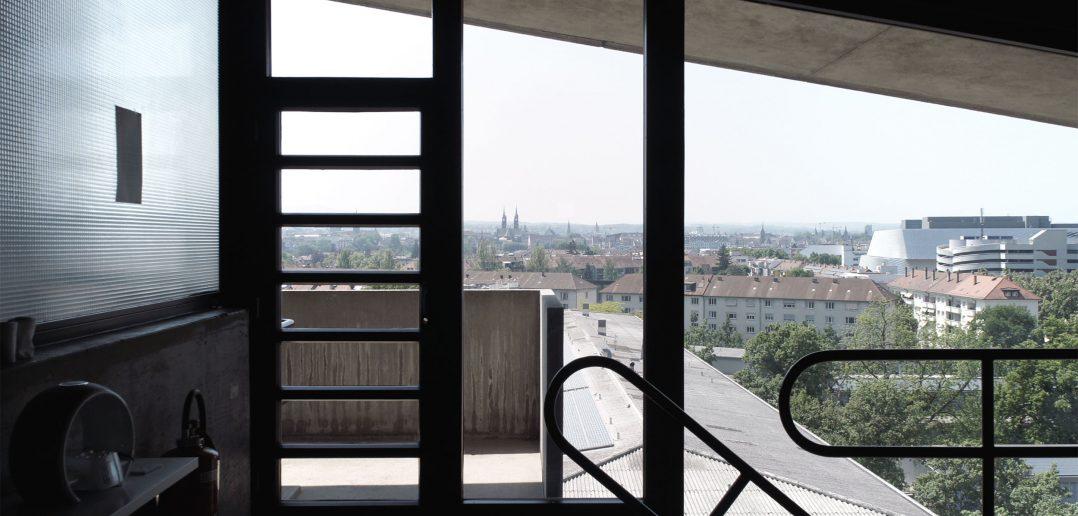 Man beachte das Treppengeländer zum LehrerInnenzimmer © Architektur Basel