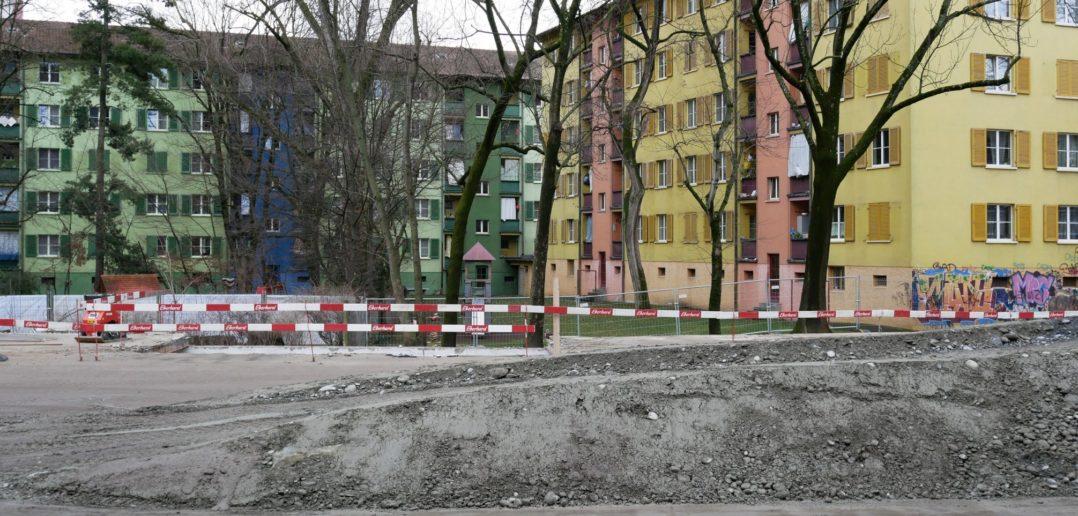 """In unmittelbarer Nachbarschaft der """"Papageienhäuser"""" ensteht bald Neues © Architektur Basel"""