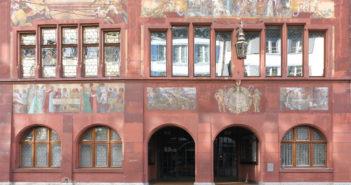 Hauptfassade zur Rathausstrasse © Simon Heiniger / Architektur Basel
