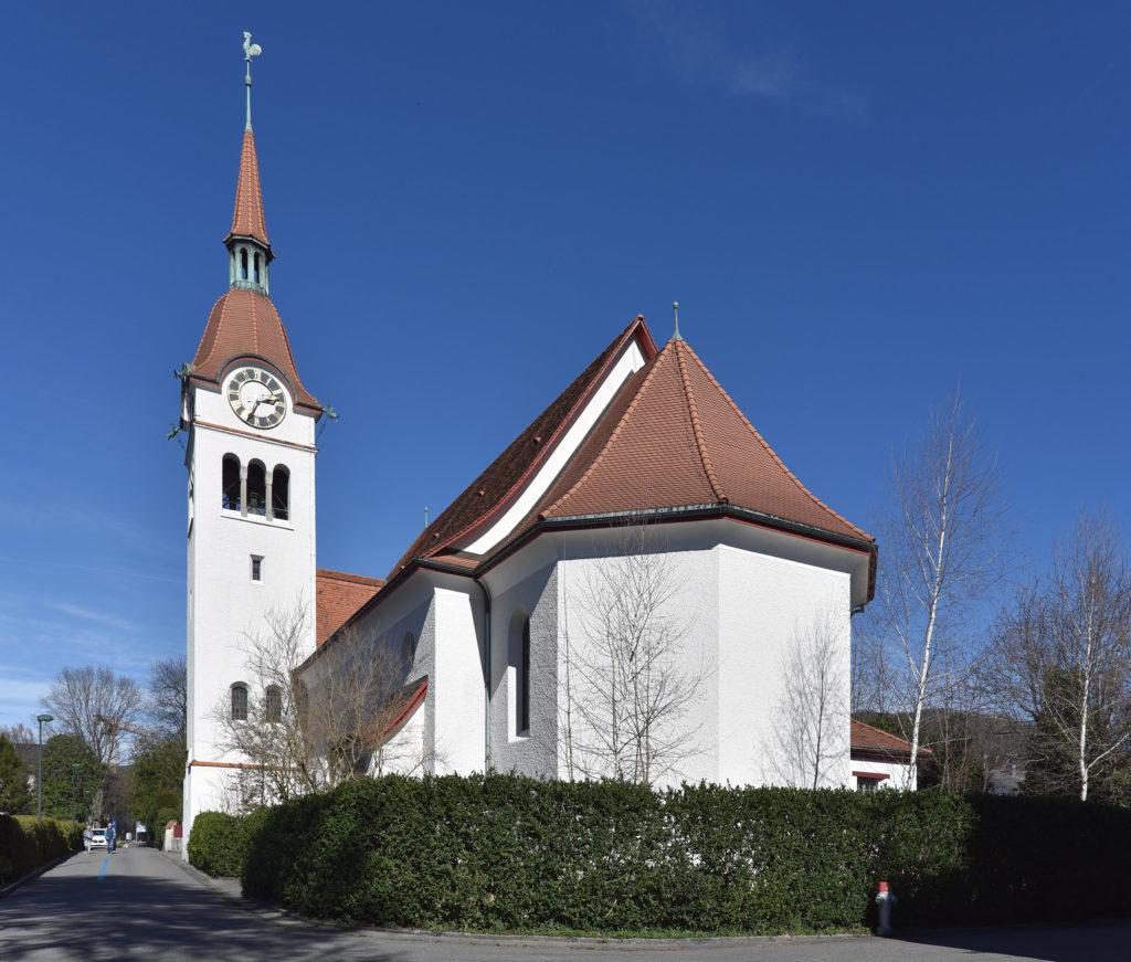 Mächtiger Turm mit verspieltem Helm, Reformierte Kirche Arlesheim © Simon Heiniger / Architektur Basel