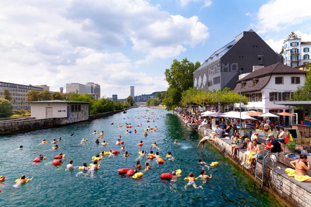 Flussschwimmen / river swimming, Zürich / Zurich © Lucía de Mosteyrín Muñoz