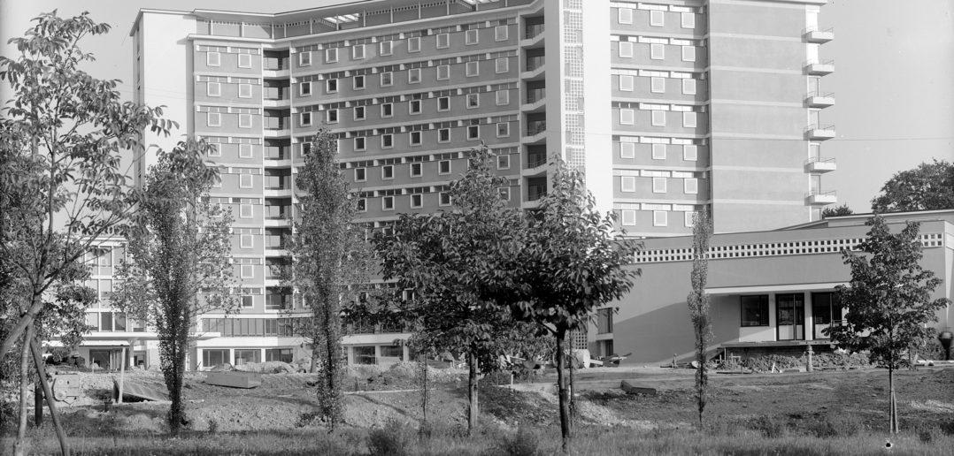 Nord-Ansicht, im Vordergrund der Küchentrakt, Liestal 1962, STABL_PA_6292_01.499, Fotosammlung Seiler Arnold und Junior, Liestal, Staatsarchiv Basel-Landschaft
