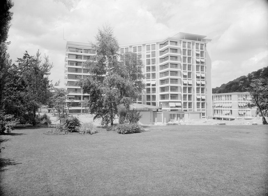 Süd-Ost-Ansicht, im Vordergrund die achteckige Spitalkapelle, Liestal 1962, STABL_PA_6292_01.503, Fotosammlung Seiler Arnold und Junior, Liestal, Staatsarchiv Basel-Landschaft
