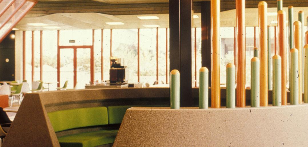 Brauner Teppich und orange-grünes Interieur, ehemaliges Bürohaus Schoren, Bild: Burckhardt+Partner AG Architekten Generalplaner