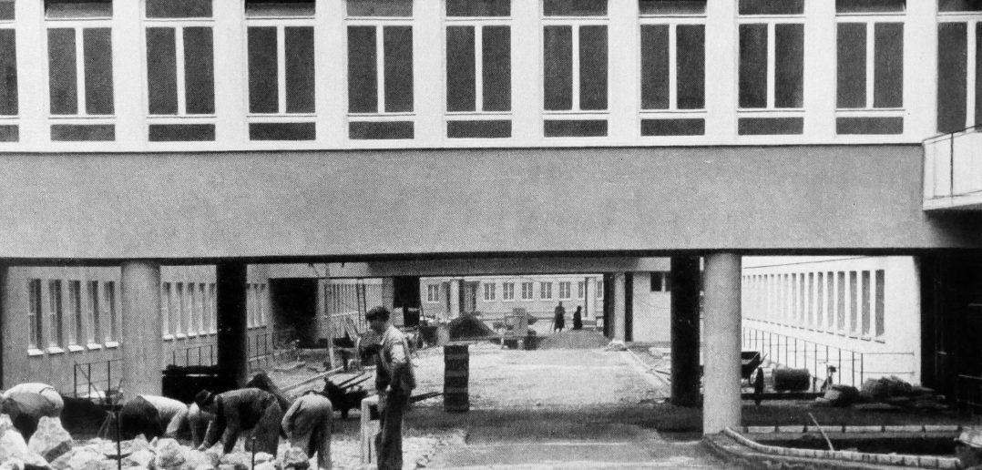 Strassenarbeiten in den Innenhöfen Herbst 1944 © Paul Butscher