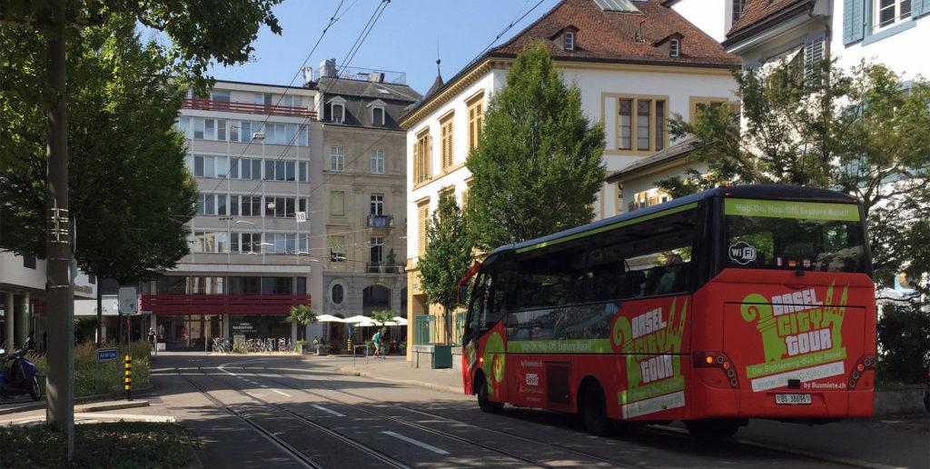 Sightseeing-Bus am Leonhardsgraben © Architektur Basel
