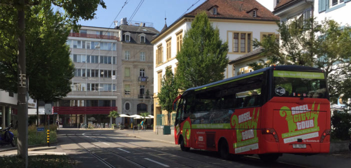 Sightseeing-Bus am Leonhardsgraben © Architektur Basel