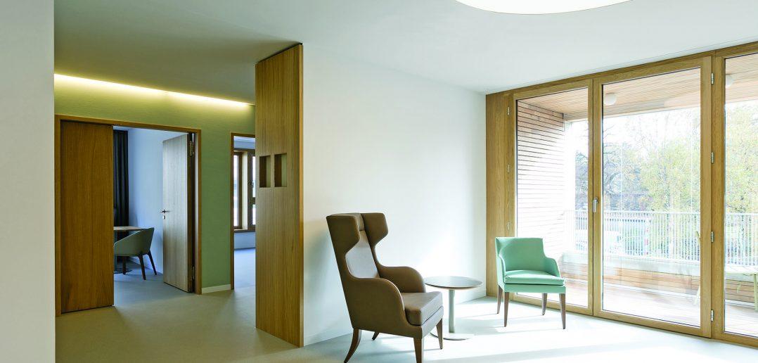 Neubau Pflegeheim Marthastift, Wohngruppe - Salon, © Julian Salinas