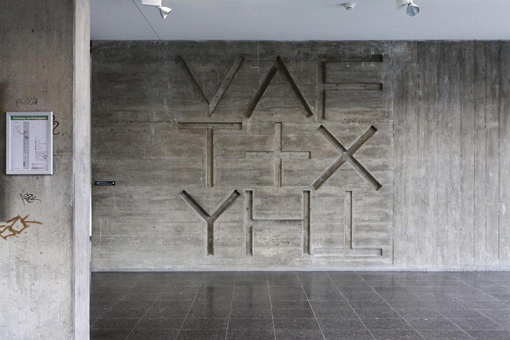 Wandrelief von Armin Hofmann, 1960, Allgemeine Gewerbeschule Basel (Arch. Hermann Baur), Basel © Architektur Basel