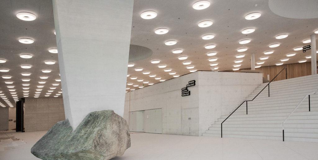 «Unverrückbar» von Eric Hattan, 2017, Foyer St. Jakobshalle (Arch. Berrel Berrel Kräutler mit Degelo Architekten), Basel © Olivier Christe, Basel
