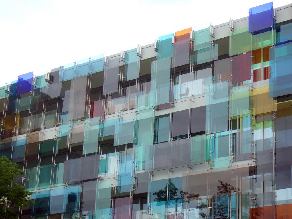 Glasfassade von Gerold Wiederin und Helmut Federle, 2005, Novartis Forum 3 (Arch. Diener & Diener Architekten), Basel © transparency_architectural theory, materiality